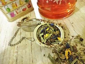 Easy and effective use of medicinal herbs: infusions and decoctions