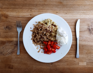 Banana scramble with frying pan crumble: recipe for a healthy and delicious breakfast