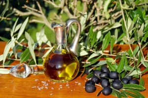 Choosing the right carrier oil for your herbal remedy: the best base oils for skin and hair